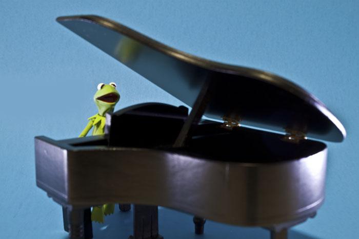 kermit-piano