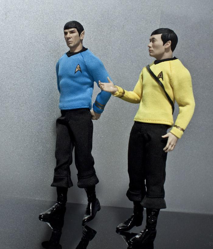 spock-sulu-hallway