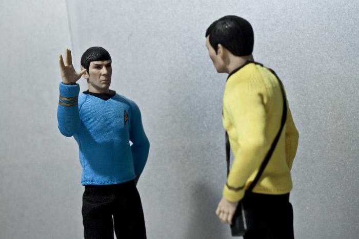 spock-sulu-hallway1